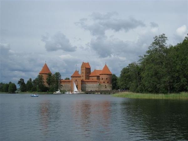 湖中城堡全景