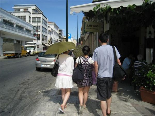 雅典基本上跟台灣的省轄市規模差不多吧我想