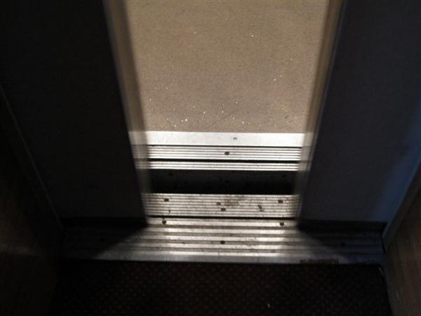 電梯對不齊也是正常的