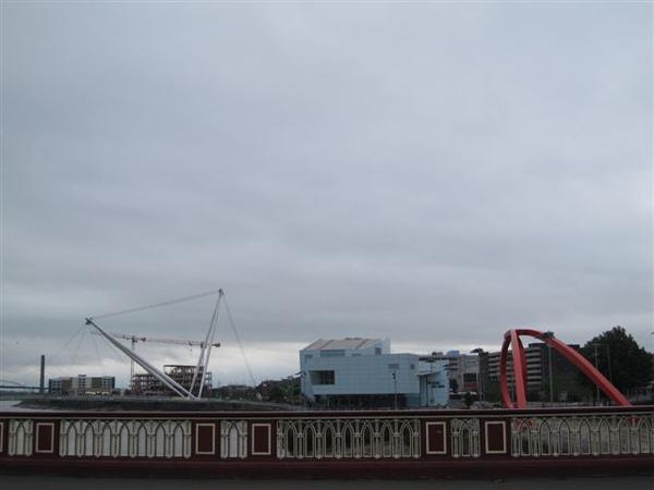 River Severn上的橋們,有個斜張橋很漂亮不過拍不出來