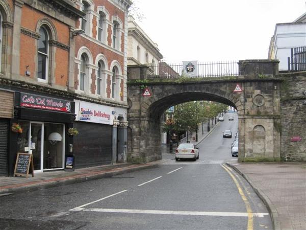 北愛第二大城 位於北方的Londonderry 不過舊教的都直接叫derry