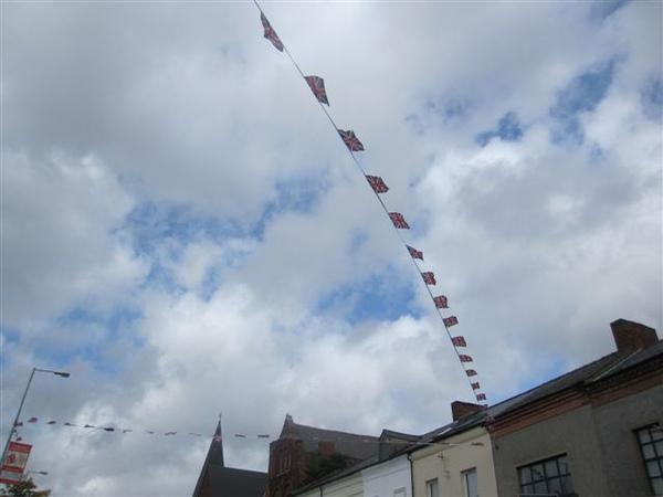 新教區處處掛滿聯合王國的旗幟 有種違和感