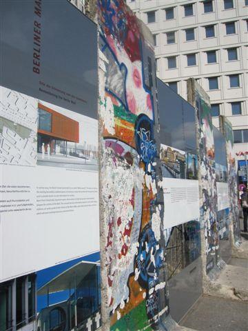 過去的柏林圍牆現在已變成零星佇立地幾片破垣殘壁