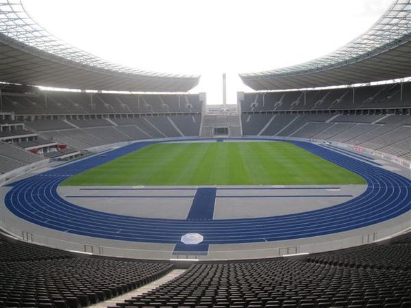 最近好像常看奧運場館 巴塞隆納看完看柏林