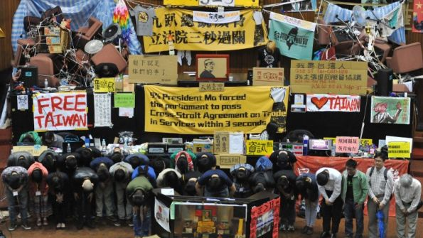 taiwanprotest_hkg9687377