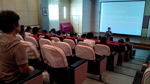 卓蘭鎮團委會9月15日及9月29日辦理弟子規讀書會,老師引導青年學子反思學習問題的答案