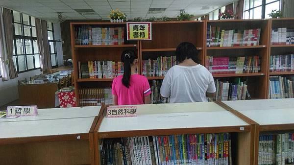三灣國小青年書櫃01