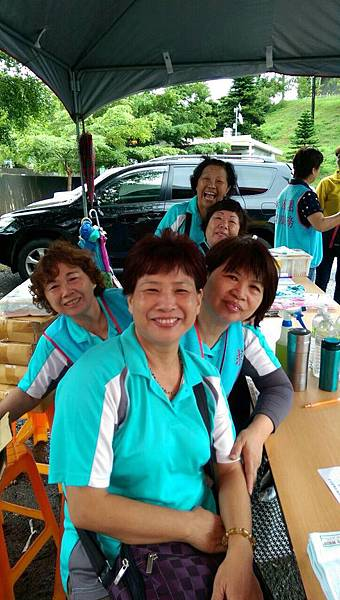 頭份鎮團委會辦理永和山水庫健行並勸募青年圖書活動2015052401