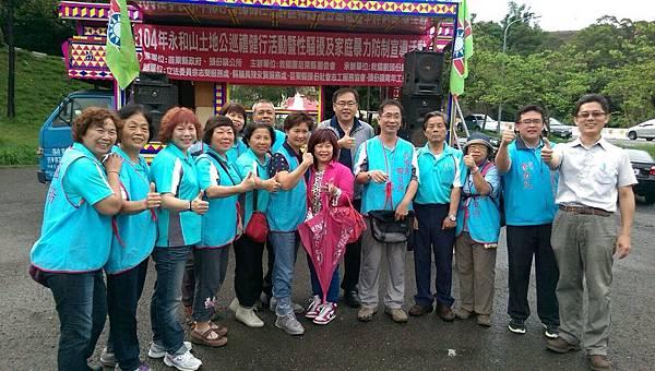 頭份鎮團委會辦理永和山水庫健行並勸募青年圖書活動2015052402