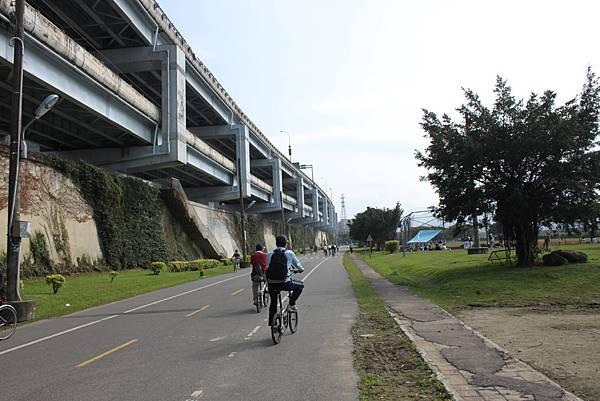 0224新店溪畔騎單車 (4)
