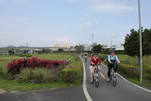 0224新店溪畔騎單車 (8)