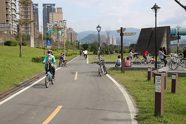0224新店溪畔騎單車 (12)