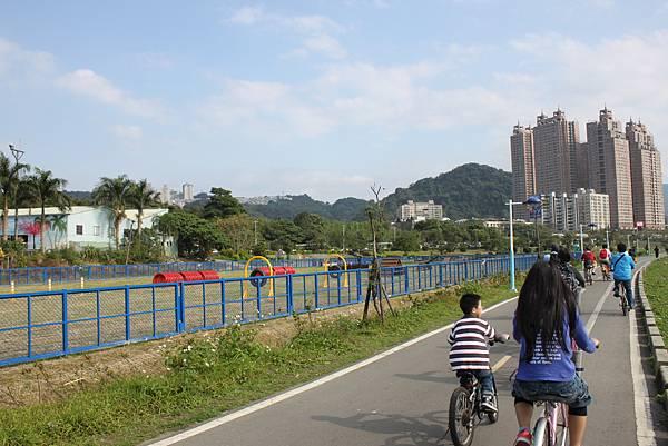 0224新店溪畔騎單車 (16)
