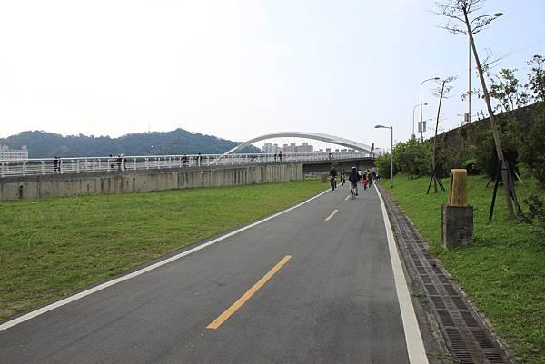 0224新店溪畔騎單車 (42)