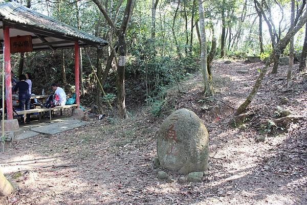 0228三義三角山 (29).JPG