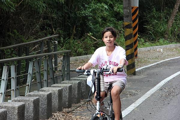0712頭屋鄉明德水庫騎單車 (9).JPG