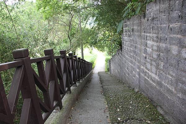 0712頭屋鄉明德水庫騎單車 (19).JPG