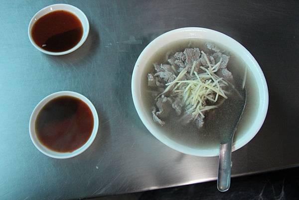 0217嘉義市東市場王家牛肉湯 (8).JPG