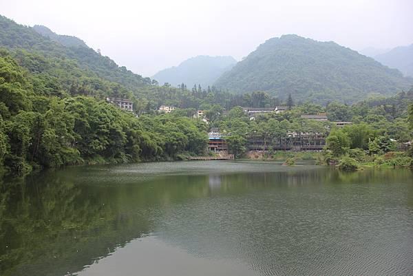 0519峨眉山清闉寺 (4).JPG
