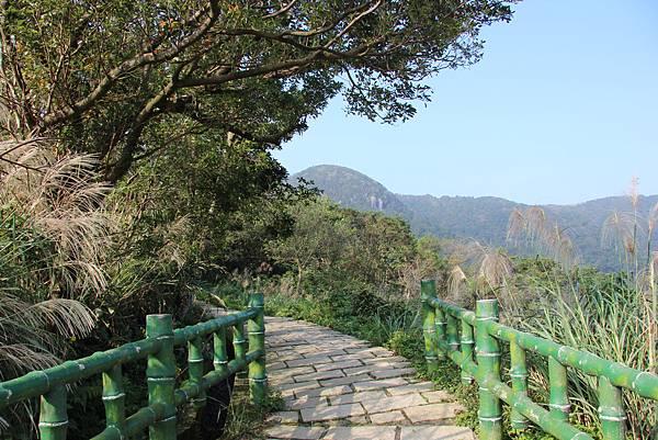 1107遊三芝青山瀑布尖山湖步道 (8).JPG
