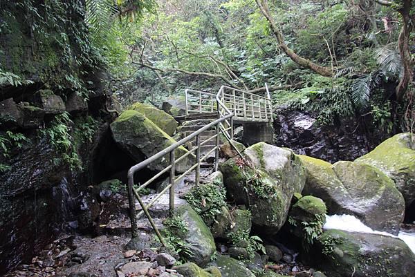 1107遊三芝青山瀑布尖山湖步道 (53).JPG