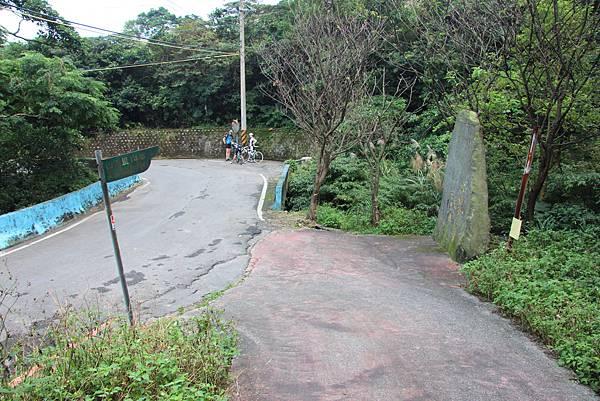 1107遊三芝青山瀑布尖山湖步道 (101).JPG