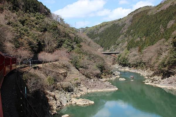 0326京都嵐山瑳峨野觀光火車、保津川遊船 (27).JPG