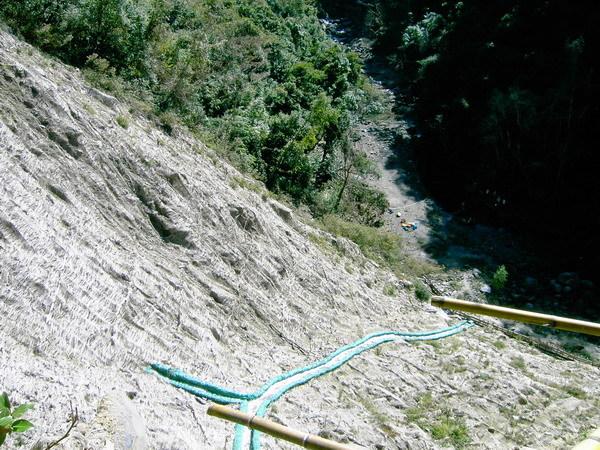 古道32-崩塌的山壁和溪谷