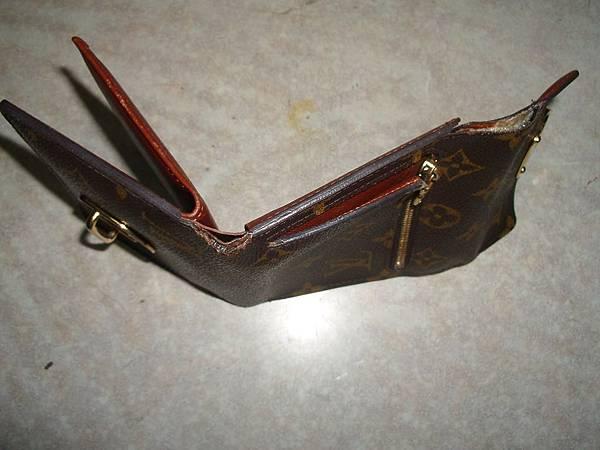 皮夾包邊修補-修理前的照片-2