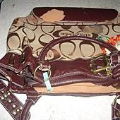 重新更換皮包的四周皮料