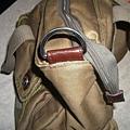 皮包揹帶的皮釦斷裂
