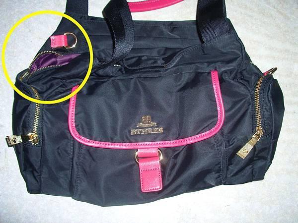 皮包兩側揹帶的皮釦脫線掉落