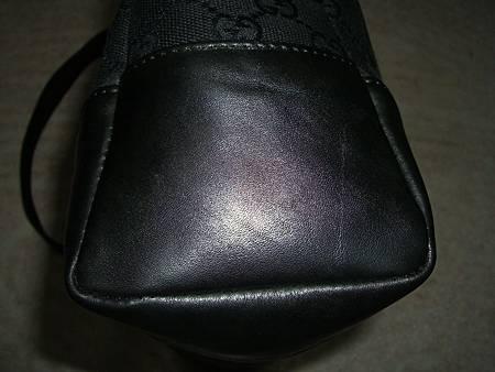 皮包四周包邊皮料老舊脫色磨損