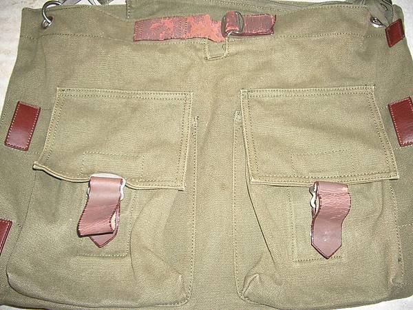 皮包上的皮料出現龜裂脫皮