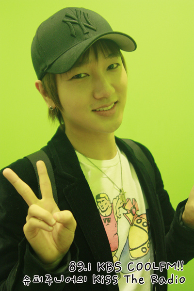 090429 kisstheradio14.JPG
