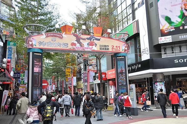 「神奇俠侶」西門町SONY廣場拱門2.jpg