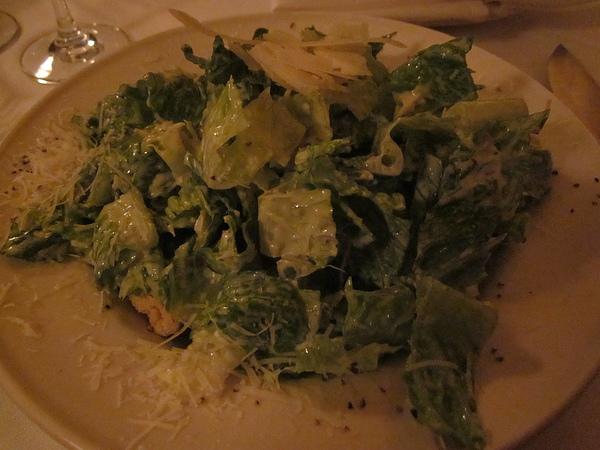 凱薩沙拉,上面的起士非常好吃,很香,那種可以單吃的起士