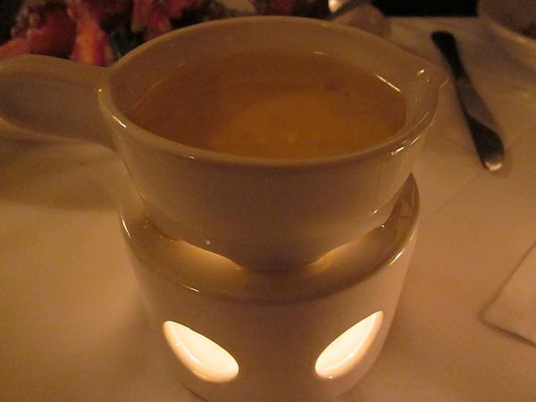就是這一碗,龍蝦專用的奶油。媽,我都沒有沾喔!