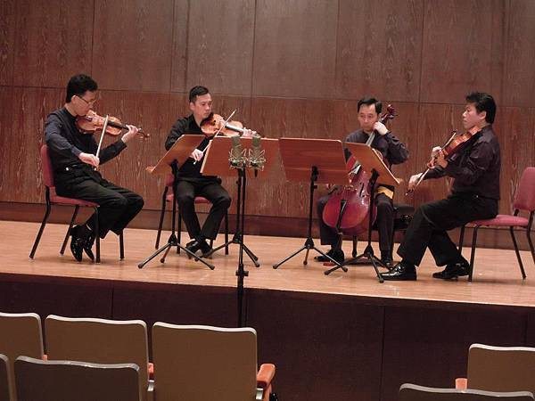 台北四重奏演出者彭廣林教授、姜智譯老師、何君恆老師及彭多林老師於台北兩廳院演奏廳。