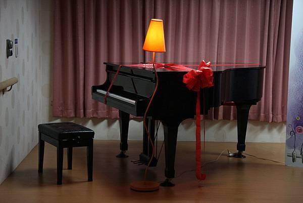 彭怡文老師捐贈的鋼琴