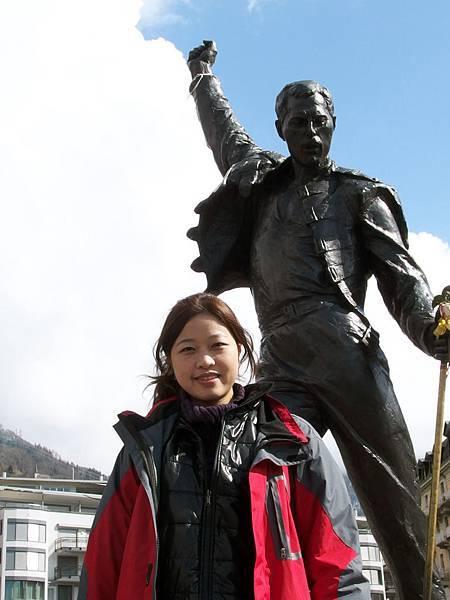 在瑞士蒙特勒萊芒湖畔,跟Freddie Mercury的合照