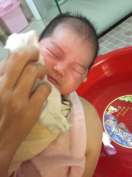 0M3W  幫寶寶洗臉