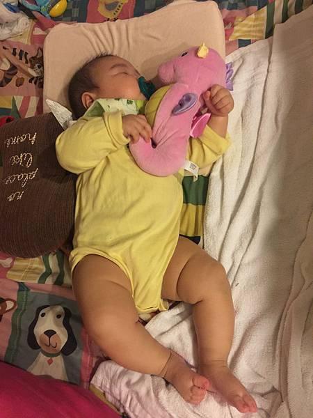 看著寶寶睡覺 會被療癒