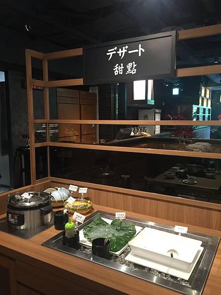 甜點區 米布丁 日式蕨餅 及 紫米紅豆湯