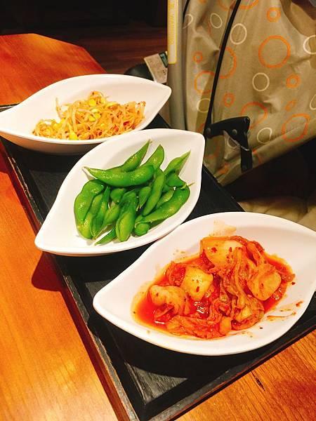 餐前小菜 (有一種來到韓式料理館的FU)