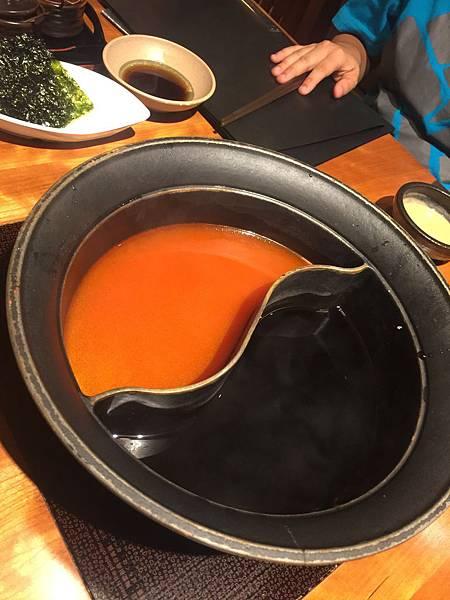 鴛鴦鍋, 點的是番茄鍋跟壽喜燒