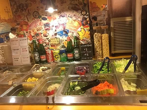 威尼斯義大利麵餐廳-老摸跟蛙董最愛的沙拉區