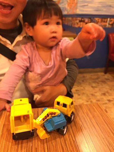威尼斯義大利麵餐廳- 有提供玩具給小孩玩耍使用