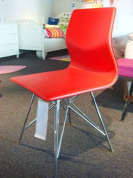 皮面造型鋼腳書餐椅(紅)--再生牛皮+鍍鉻鋼管腳.jpg