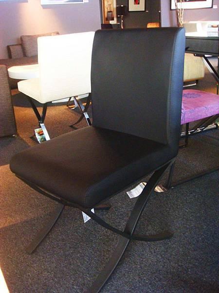 約瑟夫餐椅(黑)-PU環保皮+碳素鋼噴漆腳.jpg